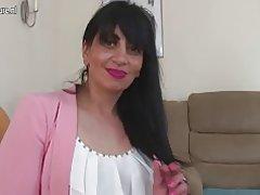 Arab mogen mamma från Storbritannien med hungriga vagina