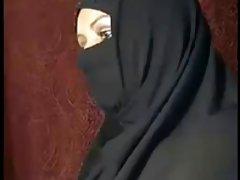 Algeriska fru visar upp---arabiska