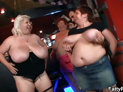 Stora bröst bbw ha kul i baren