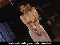 Asiatisk babe i rep bondage scen