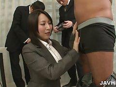 Yuuna hoshisaki underhåll hennes kåta chefer behov