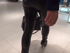 Körd och cum på läder ass