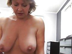 Tjeckiska mogna pov 53yo avsugning fuck och cumming på stora bröst