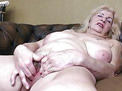 Smutsiga mormor med hårig fitta