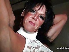 Busty mamma hårt påsatt i en Erotikbutiker källare