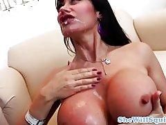 Storbystade mogen squirter fingrade av hennes läkare