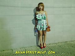 Övergivna slum bum asiatisk knubbig spermier girlie