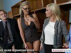 Blondiner-phoenix marie och diamond foxxx knulla i foursome