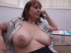 Mor stora bröst av br1990